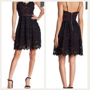 Black and Red Cocktail Lace Dress Size: Medium